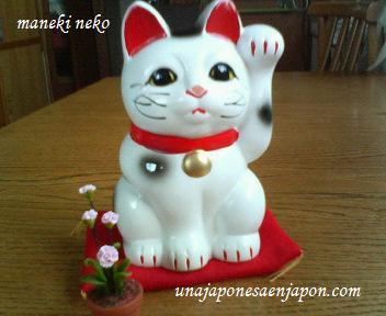 maneki-neko gato de la suerte japon unajaponesaenjapon.com