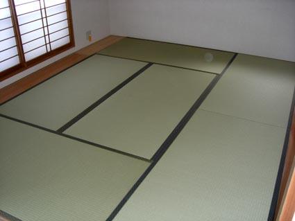 Los japoneses duermen de pie en una japonesa - Tatami cama japonesa ...