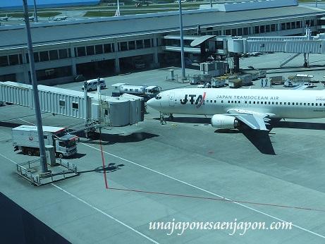aeropuerto de naha okinawa japon 12