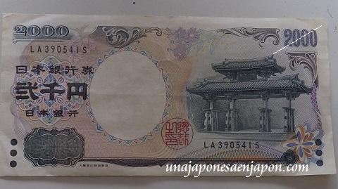 billete dos mil yenes okinawa japon 1
