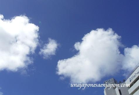 nubes de verano naha okinawa japon 2