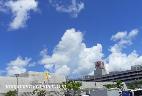 nubes de verano naha okinawa japon 3