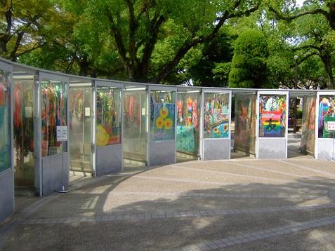 parque de la paz hiroshima japon mil grullas origami