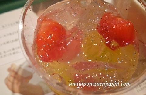 mos-burger-postre-gelatina-de-vainilla-y-tomates-edicion-limitada-japon