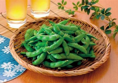 verano japones cerveza y edamame vainas de soja japon 1