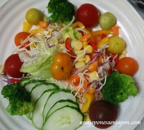 ensalada tomates huerfanos tifon neoguri okinawa japon