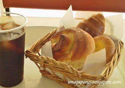 merienda tea time oyatsu pan panaderia okinawa japon