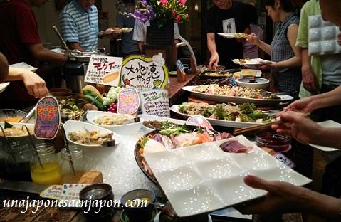 todo-lo-que-puedas-comer-y-beber-tabehodai-nomihodai-restaurante-okinawa-japon