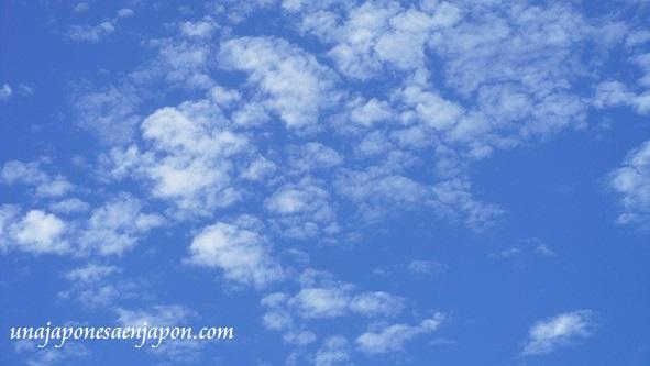 nubes de otoño okinawa japon