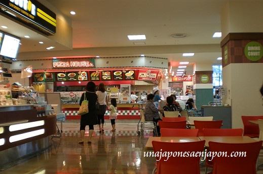 avisador-remoto-centro-comercial-patio-de-comidas-plaza-central-okinawa-japon