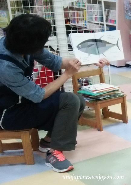 leer-libros-en-voz-alta-libreria-本の読み聞かせ-okinawa-japon