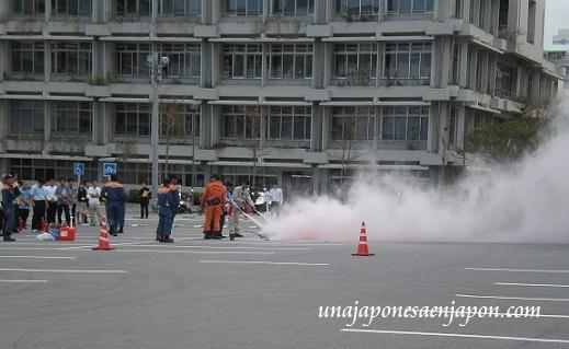 simulacro-de-incendio-oficinas-okinawa-japon.