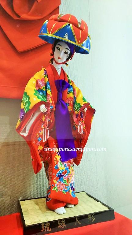 munecas-tradicionales-okinawa-japon-