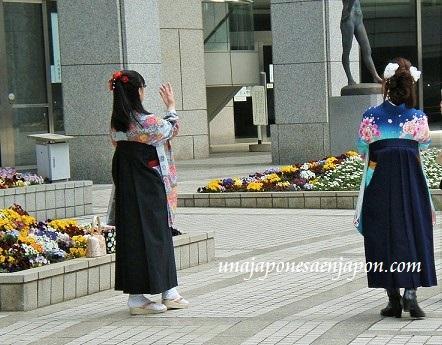 pantalon-falda-vestimenta-graduacion-universidad-japon.